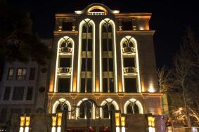 نورپردازی نمای کلاسیک ساختمان پروین